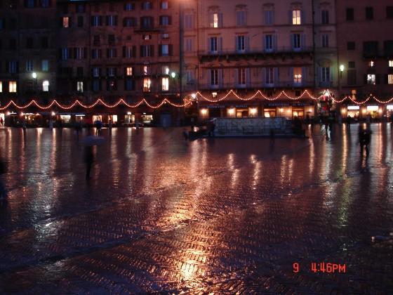 Photo:夜のカンポ広場、しかも雨