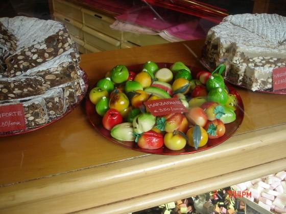 Photo:ヴェネツィアのお菓子やさんのディスプレイ