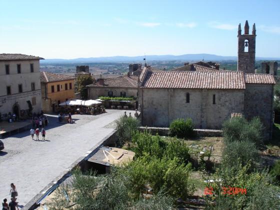 Photo:城壁からモンテリッジョーニの町を見下ろす
