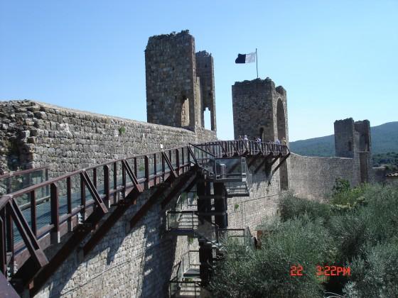 Photo:モンテリッジョーニの城壁