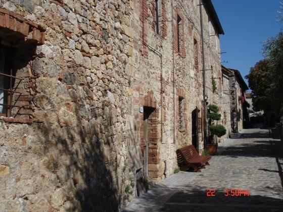 Photo:モンテリッジョーニの家と路地