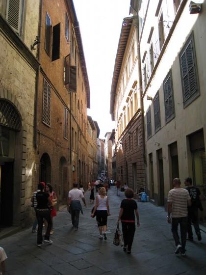 Photo:シエナを歩く
