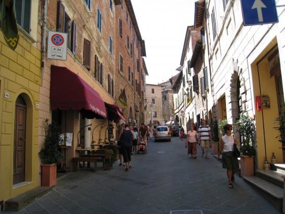 Photo:モンテプルチャーノの通り